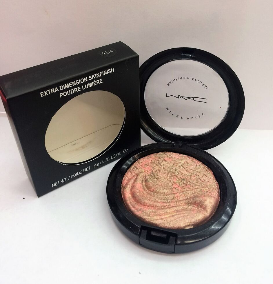 M-A-C AB4 extra dimension skinfinish poudre lumiere